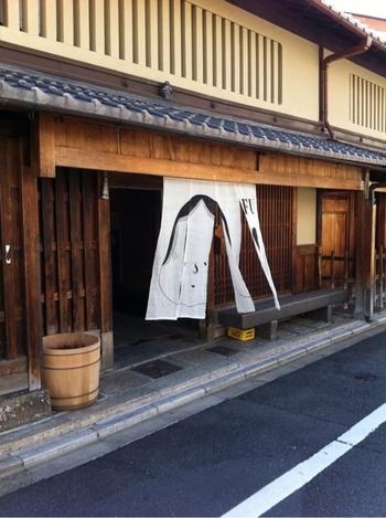 京料理に欠かせない生麩の専門店「麩嘉」。錦店が知られていますが、本店は、京都御苑「下立売御門」から歩いて数分の場所にあります。
