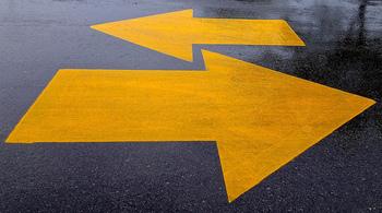 その後に「How can I get to A?(どうやってAに行けばいいですか?)」を付け加えれば、目的地までの道順を聞くことができます。近くにいる人の助けをかりて、このピンチを乗り切りましょう!