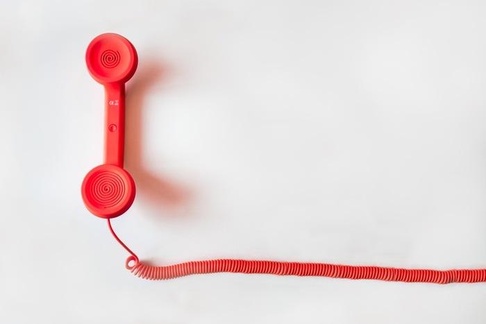 もしスカイプや電話で声が小さくて聞こえないという場合は「I can't hear you well.(よく聞こえません。)」も使えます。 どれか1つ覚えておけば十分ですが、いくつか表現を覚えておくと◎。毎回違った表現で聞き返すことができるので、何度も聞き返してしまった時も『聞き返されてばっかり』という印象が薄れるんです。2、3個覚えておきましょう。