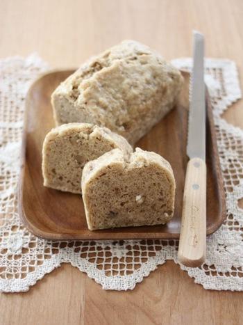 お菓子を作るには、牛乳、バター、卵、白砂糖をよく使いますよね。でも、それらを使わないとお菓子が作れないわけではないんです。 牛乳の代わりに豆乳やライスミルク、白砂糖の代わりに甜菜糖などのナチュラル素材を使っても、美味しいお菓子が作れます。 小麦粉も、栄養価の高い全粒粉を代わりに使うこともできますね。