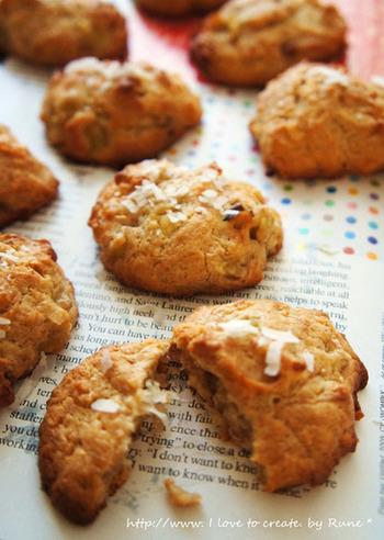 バナナとココナッツの甘みが美味しいクッキーです。 砕いたくるみも入っているので、食感も楽しめます。