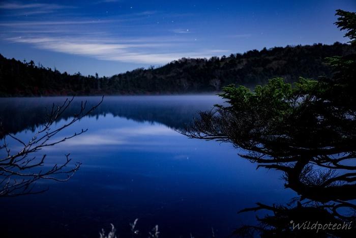 静寂につつまれる白駒池。