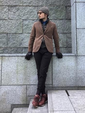 ジャケットに合わせるだけで暖かく、インナーダウンがあれば、真冬だってへっちゃら。
