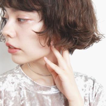ナチュラルで自然体な、フレンチスタイルのボブヘア。毛先をアヒルのしっぽのようにハネさせた、春にぴったりのヘアスタイルです。