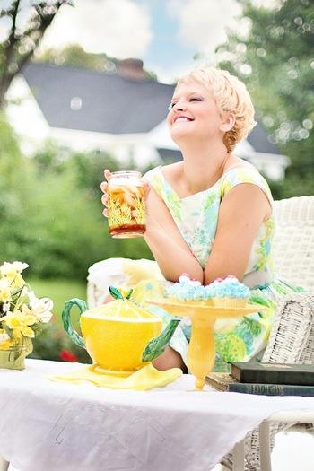 夏の暑い日の午後、フルーツをたっぷり使ったアイスティーをゴクゴクッと飲むのは、至福のティータイムですよね。ビタミンも豊富で見た目もかわいく、しかもおいしい! これはもう、作るしかないですよね!