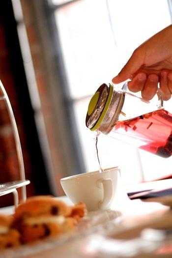 いかがでしたか?意外と作り方もいろいろあり、フルーツや茶葉の種類でバリエーションがどんどん広がるフルーツティー。ぜひ楽しんでみてくださいね。