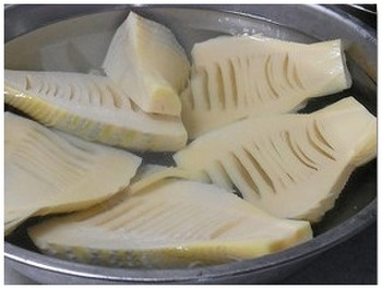 圧力鍋を使えば、米ぬかも赤唐辛子もいりません。茹で時間も大幅に短縮できます。