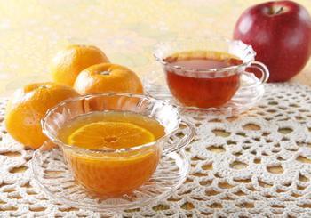 和の果物みかんを使ったフルーツティーは、柑橘系の中でも香りが柔らかく、ほっこりする美味しさ。寒い季節におすすめです。