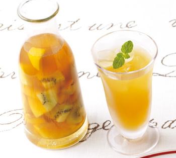 オレンジ・パイン・キウイなど酸味の強いフルーツがたっぷり。暑い季節に、ごくごく飲んでスッキリ気分転換♪
