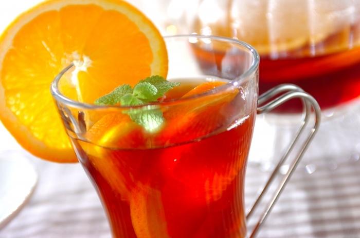 オレンジとハチミツのシンプルのフルーツティ。仕上げに添えるミントとオレンジの香りで癒やされますよ!