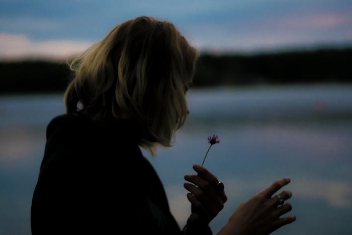やさしさ、愛情、おもいやり…そんな気持ちがあるからこそ、悩んでしまう。悩みはいつも尽きないけれど、苦しい状況に塞がれそうになってしまったときは、潔く決断する勇気も大切です。
