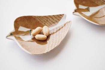 こちらのトリの豆皿も『倉敷意匠』x『kata kata(カタカタ)』の作品です。