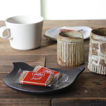 食卓をパッと美しくしてくれるトリのアイテムは、シンプル志向の方でも手軽に取り入れられるおすすめのモチーフです。