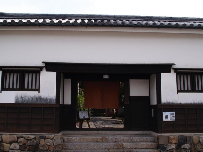 室町時代の書院造りの様式を伝える歴史的建造物で、重要文化財に指定されている「今西家書院」。