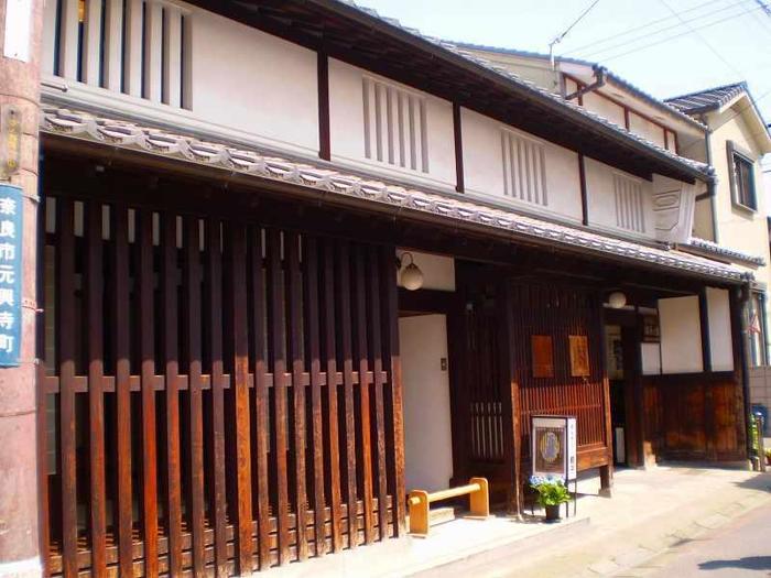 「ならまち格子の家」はならまちの伝統的な町家を再現した施設。当時の町家での暮らしぶりを見ることができます。