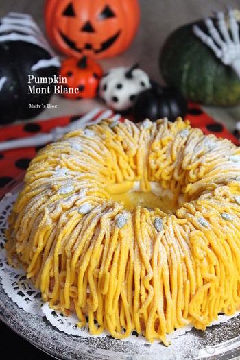 隠し味のブランデーが、ちょっぴり大人っぽいかぼちゃのシフォンケーキ。デコレーションはかぼちゃのクリームでモンブラン風に!ハロウィンパーティーにもぴったりです♪