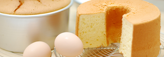 シフォンケーキ作りの成功のコツが下記のリンク先で手順に沿って紹介されています。ぜひご参考になさってください♪ビギナーの方にもおすすめ。