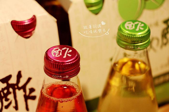 リンゴ酢はもうすっかりお馴染みですが、最近ではブドウやジンジャー、パイナップル、ざくろなど、様々なフルーツを使ったフルーツビネガーも販売されています。