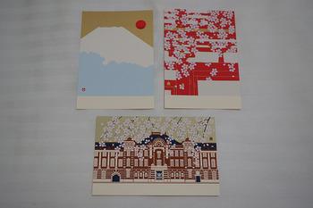こちらでしか見ることができない、きめ細かく丁寧に描かれた和紙や絵葉書など貴重なものに出会えます。お気に入りの一枚で季節のお便りをしたためるのも素敵ですね。
