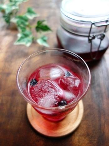 炭酸水で割るだけで、さっぱりしたフルーツスカッシュに!爽やかな飲み心地は、気分まですっきり♪