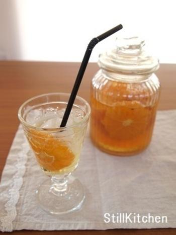 基本のフルーツビネガーのレシピに、アールグレイのティーパックを加えたアレンジレシピ。香り高い紅茶が香るフルーツビネガーは、ボトルに入れて持ち歩きしたいドリンクですね。