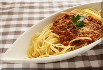 ボロネーゼというとちょっとお洒落な気がするのは私だけ…?お子さんも大好きなミートソーススパゲティーを手作りで。