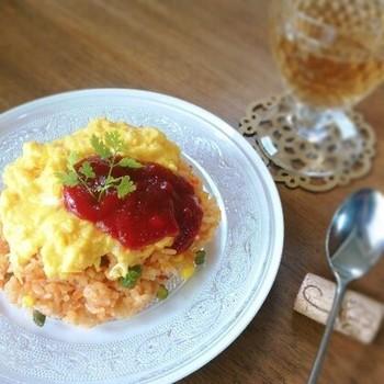 お子様が大好きなオムライスも特別な日はトマトをコトコト煮込んで自家製のトマトソースで作るのはいかがでしょう?