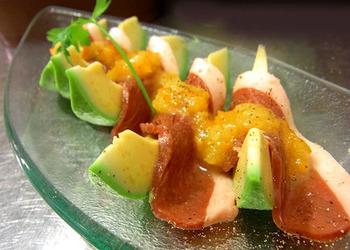 金柑と市販のドレッシングを合わせるだけなのにこんな絶品に。こちらではアボカドと鴨ハムにトッピングしてますが、もちろん野菜や魚とも相性抜群です。