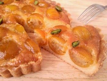 金柑の甘露煮を使った王道レシピ。見た目が素晴らしく華やかで、食べる前から嬉しくなっちゃいそう。