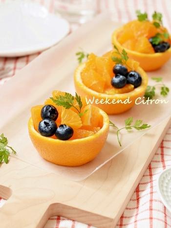 果物ならオレンジやグレープフルーツをくりぬいて、カップサラダやデザートを。和食でいえば、柚子釜や柿釜などですね。
