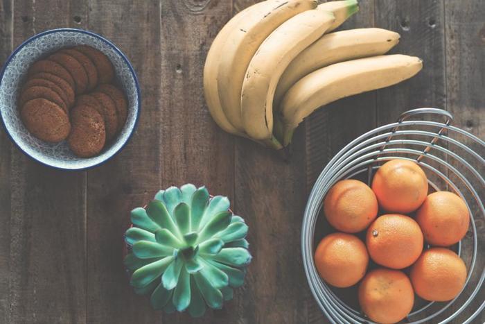 """食材を使うのは勿体ないと思うかもしれませんが、余っている物やバナナなどの""""食べられるけど熟れすぎた""""といった食材をうまく活用してみましょう。口に入っても安全安心です。"""