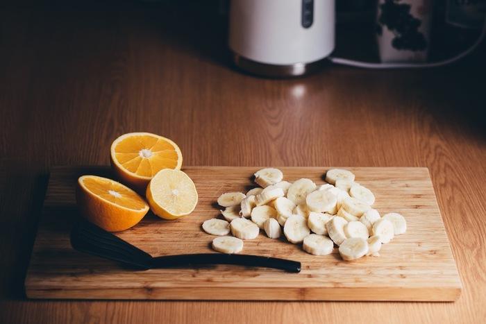 ビタミンB2とB6を多く含むバナナは、傷んで乾燥した髪に効果的です。