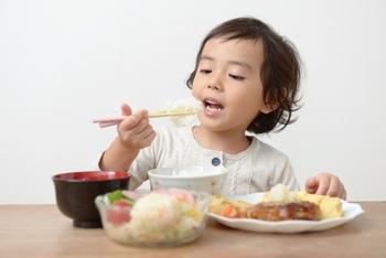 親子で作れる食育レシピ、いかがでしたか?難しく考えずに、まずはお子さんと一緒に作ったり食べたりすることを楽しんでみることからスタートすれは十分だと思います。自分で作るというプロセスを通して、自分が食べているものに興味を持ったり、苦手な食材を克服出来たりするかもしれませんね♪