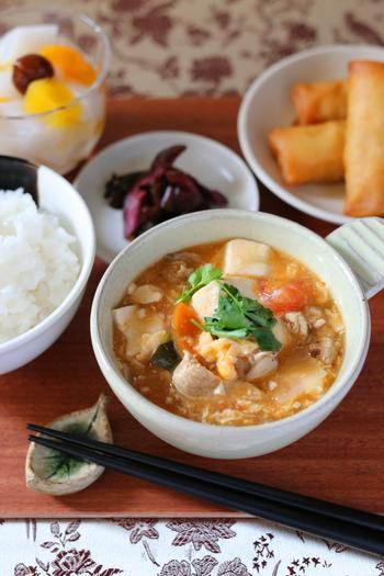 具材に酸味のあるピクルスを使うので、まろやかで飲みやすくなりますよ。具沢山で栄養バランスの良いスープにですね。体にも優しくホッと温まりますよ。