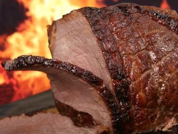 肉汁あふれるローストビーフに目がない人は多いのでは?そんなみんなが大好きなローストビーフを得意料理にできたら心強いですね♪パーティーや、ちょっとしたお食事会に……腕をふるってみませんか?