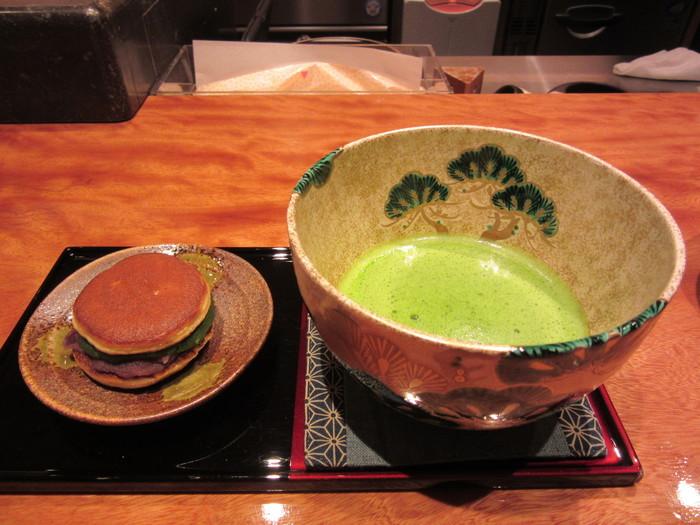 お茶屋さんなので、抹茶をはじめ、煎茶、玉露、ほうじ茶、黒豆茶・・と種類も豊富です。和の気分の時にぜひ訪れたいですね。