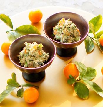 春の足音が聞こえてきたら、食卓にもさりげなく季節を演出。金柑は春野菜のセリと相性も良く、彩りも美しくなるので、おもてなしレシピとしても活躍してくれそう。