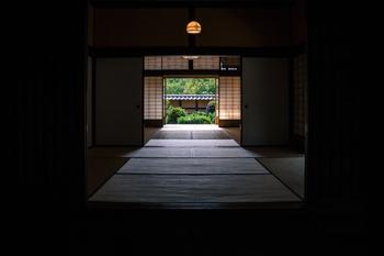 """曖昧な空間を仕切る・・・それが建具の魅力。日本の住宅で快適に過ごすための機能性と、秩序ある装飾性の両方で """"住まいとともにある"""" のが、日本の建具であり欄間だったんですね。"""