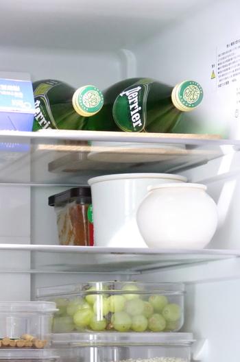 冷蔵庫の中も重曹水でスッキリ清潔に。汚れだけでなく気になる臭いの消臭にも効果が期待できます。食品をしまう場所だからこそ、安心安全な重曹が良いですね。