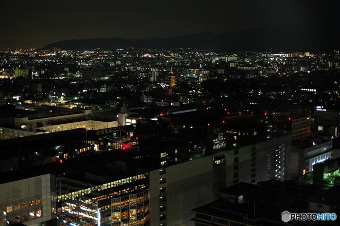 展望台からの夜景。昼と違い夜はとてもロマンティックです。
