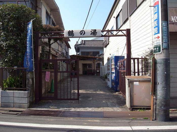 日本の銭湯!といったイメージの富士山の壁画、カランの並び方が懐かしくもあり、逆に新しくも感じる「鶴の湯」は、人気エリアの世田谷・豪徳寺にあります。