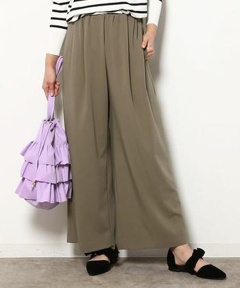 一見ロングスカートのようなのですが、実は7~10分丈のワイドパンツです…というのがスカンツなんですね。とっても履き心地がよく、足さばきもいいのでオススメですよ。