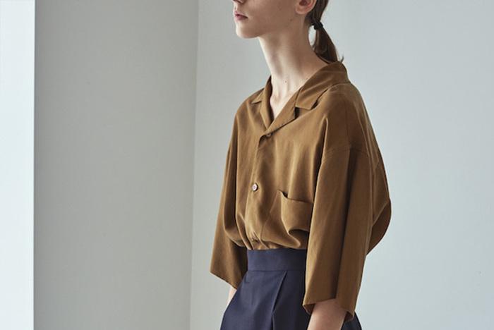 こちらも、クリエイティブ・ディレクター南貴之氏がセルフプロデュースする同名セレクトショップのオリジナルライン、Graphpaper (グラフペーパー)。日々変わる時代のスタンダードに「今」の空気を感じさせる、あらゆる洋服に袖を通してきた大人の為の上質なワードローブを提案しているブランドです。