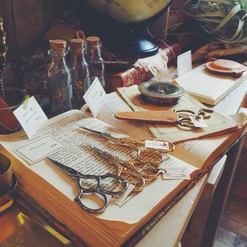 普段使いに嬉しいピアスやイヤリング、アンティークな雑貨たち、あれもこれも欲しくなってしまいそう。女子の好奇心を満たしてくれる魅力的な商品が満載です♪