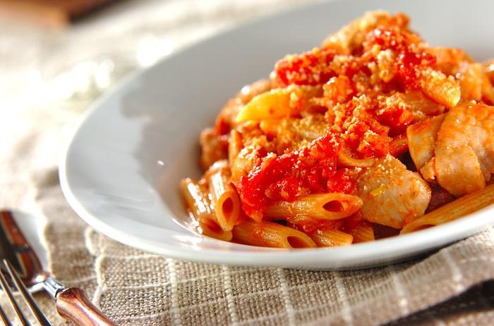 水切り塩ヨーグルトに漬け込んだ鶏肉を、スパイスをきかせたトマトソースで煮込みます。ヨーグルトの力でお肉が柔らかくなり、短時間で仕上げることができます。
