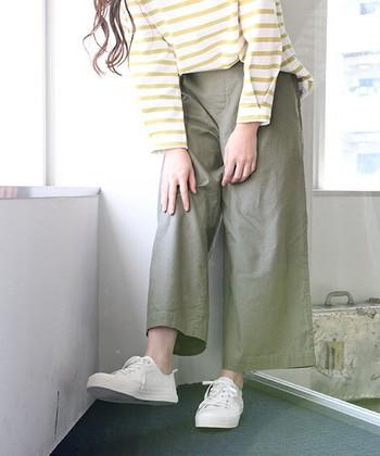 スカートよりもワンランク上にエフォートレスを取り入れるなら、ワイドパンツを取り入れてみましょう!ワイドパンツはスカートとは異なり、やや野暮ったくなりがち。カラーやシルエットでメリハリを意識しながら、エフォートレスを着こなしていきましょう♪