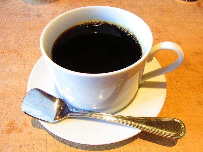 作家にちなんだメニューが味わえるのもこのカフェの楽しみの1つ。コーヒーメニューの「芥川 AKUTAGAWA」は芥川龍之介をはじめ、与謝野晶子や宮沢賢治など多くの文士が通った銀座のカフェ「パウリスタ」のブラジルコーヒーを再現しているそうです。大正ロマンの香りをどうぞ。