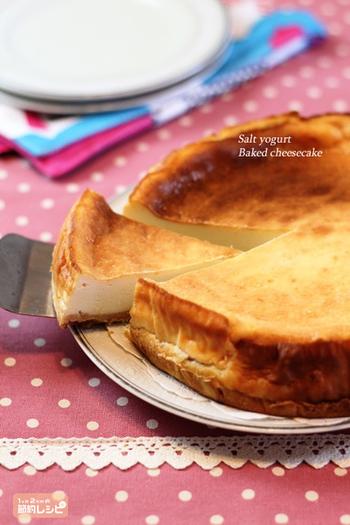 生地もしっとり、ほどよい酸味もいい感じ。ヨーグルトとは思えないコクのあるチーズケーキができあがります。