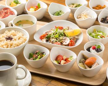 モーニングからタコライス、キーマカレー、日替わりなどのランチセット、ティータイムのデザートなど軽食メニューも充実しています♪