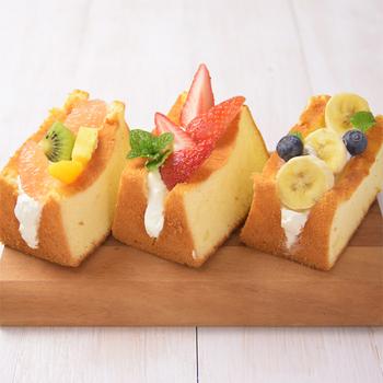 シフォンに生クリームやフルーツをサンド。なんて可愛らしいビジュアルなんでしょう♪ミックス粉を使っているので、とても簡単です。